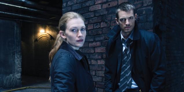 Sarah Linden (Mireille Enos) and Stephen Holder (Joel Kinnaman) - The Killing _ Season 3 _ Gallery - Photo Credit: Frank Ockenfels 3/AMC